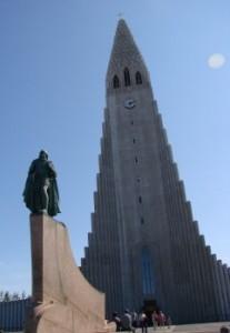 Leif.and.Hallgrimskirkja.bright reykjavik